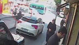 Yaşlı kadın kamyonetin altında metrelerce sürüklendi