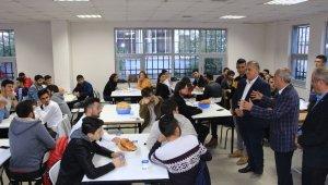 Yenişehir Belediye Başkanı Davut Aydın iftarını öğrencilerle açtı - Bursa Haberleri