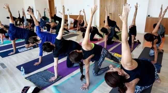 Yoga yapan 30 kişi gözaltına alındı