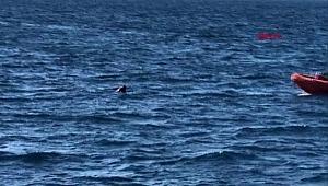 Yüzerek Yunanistan'a geçmeye çalışırken, Sahil Güvenlik kurtardı