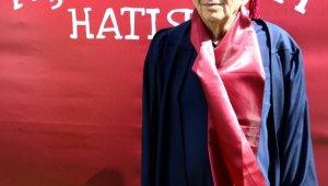 70 yaşında 2'nci üniversiteyi bitirdi