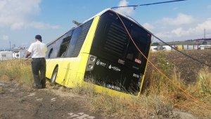 Arnavutköy'de belediye otobüsü tarlaya uçtu