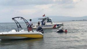 Batmak üzere olana jet-ski'den atlayan 2 kişi kurtarıldı - Bursa Haberleri
