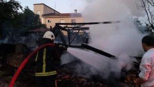 Bıçkı atölyesinde çıkan yangın okula sıçramadan söndürüldü - Bursa Haberleri