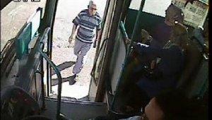 Camiye gitmek için yola çıktı, otobüsün çarpmasıyla hayatını kaybetti