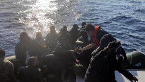 Çeşme ve Foça açıklarında 76 kaçak göçmen yakalandı