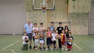 Çocuklar basketbolu üniversitede öğreniyor - Bursa Haberleri