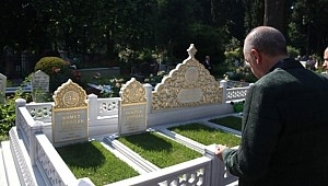 Cumhurbaşkanı Erdoğan, anne ve babasının mezarını ziyaret ettikten sonra Şehit arkadaşını da unutmadı!
