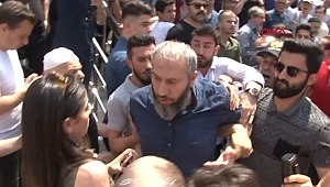 Ekrem İmamoğlu, cami çıkışı bir vatandaşın protestosu ile karşılaştı!