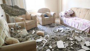 Evin tavanı çöktü, anne ve oğlu ölümden döndü