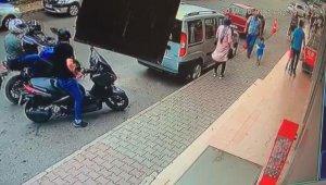 Fırın önünde pide almak için bekleyen kadına silahlı saldırı