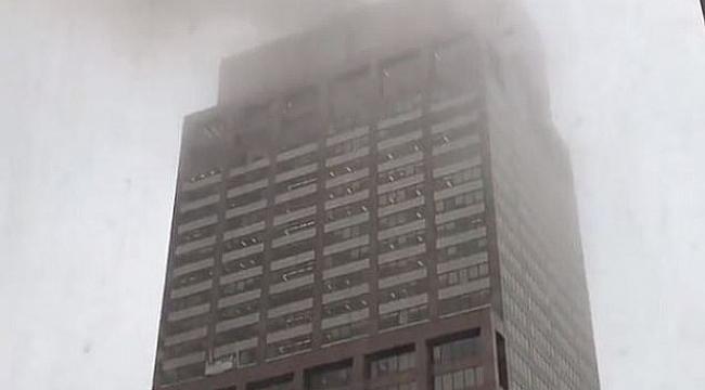 Helikopter gökdelenin çatısına düştü
