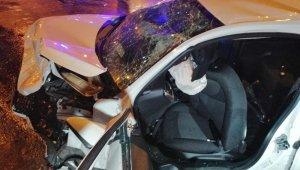 İki otomobil kafa kafaya çarpıştılar: 8 yaralı