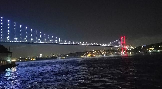 İstanbul'da yer gök kırmızı beyaza büründü