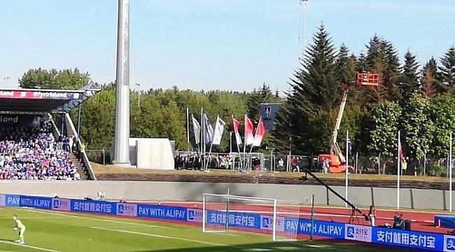 İzlandalı taraftarlar maçı çocuk parkında takip etti