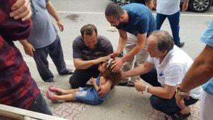 Karşıdan karşıya geçmeye çalışan kardeşlere araba çarptı - Bursa Haberleri
