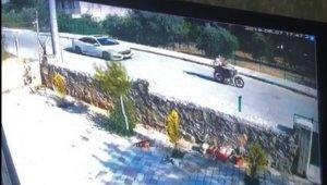 Motosikletli çocukları otomobiliyle kovaladı