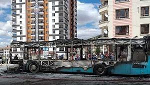 Seyir halindeki halk otobüsü alev aldı! Faciadan son anda dönüldü!