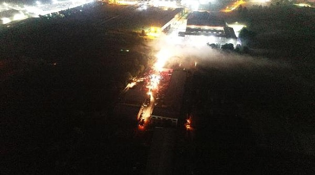 Tehlikeli madde deposu yandı, 3 saatte kontrol altına aldı