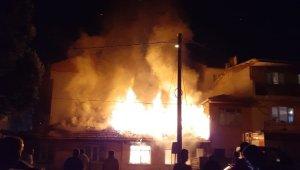 Tek katlı müstakil ev alev alev yandı - Bursa Haberleri