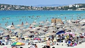 Ünlü tatil beldesi Alaçatı'da tesettürlü kadının plajdan kovulduğu iddiası!