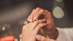 Yıllarca nişanlıyız diyerek birlikte oldu, başkasıyla evlendi? Yargıtay'dan çok konuşulacak 'nişan' kararı