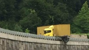 Yola dökülen mazot kazaya sebep oldu - Bursa Haberleri