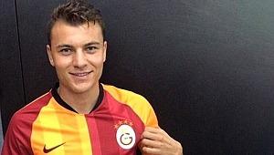 Yusuf Erdoğan Galatasaray formasını giydi, böyle poz verdi