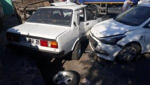 6 araca hasar veren alkollü sürücü, mahalleli tarafından darp edildi!