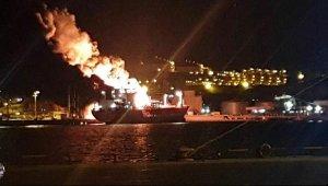 Aliağa Limanı'ndaki gemide patlama: 1 ölü, 15 yaralı