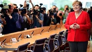 Angela Merkel siyaseti bırakacağı tarihi açıkladı