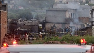 Askeri uçak evlerin üzerine düştü: 17 ölü, 12 yaralı