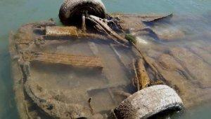Botan Çayı'nda su seviyesi düştü, otomobil ortaya çıktı