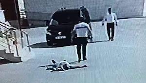 Dehşete düşüren görüntü! Kavgada yere yığılan adamın üzerinden arabayla geçti