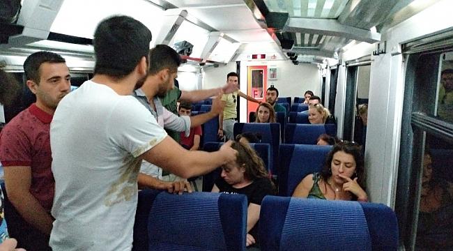 Genç kadının trende yaptıkları yolcuları çileden çıkardı