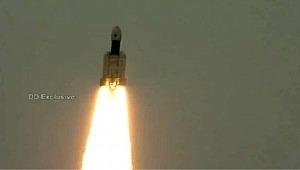 Hindistan'ın Ay'ın karanlık yüzüne yolculuğu başladı
