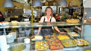 Kadın girişimci, profesyonel yöneticiliği bıraktı, açtığı restoranda yüzlerce kişiyi doyuruyor - Bursa Haberleri