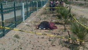 Kafası taşla ezilerek öldürüldü! Kanlı elbisenin sahibi her yerde aranıyor