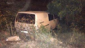 Kontrolden çıkan minibüs tarlaya uçtu: 1 yaralı