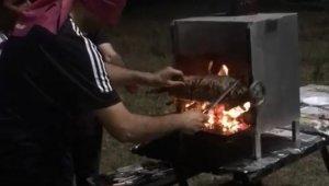 Kor ateşte yanmayı göze aldı, gözleri kapalı cağ kebap kesti - Bursa Haberleri