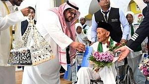 Kral Selman'ın davet ettiği 130 yaşındaki adam Hacı oluyor