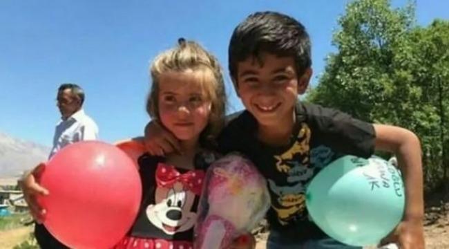 PKKlı teröristlerin tuzakladığı patlayıcıyla hayatını kaybeden 2 minik kardeşin cenazeleri toprağa verildi