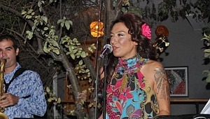 Şarkıcı Sibel Tüzün, kendisine ağır sözler söyleyen eski eşiyle uzlaşmadı