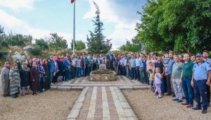 Tek mermiyle köylülerini kurtaran Demir Dede, mezarı başında anıldı - Bursa Haberleri