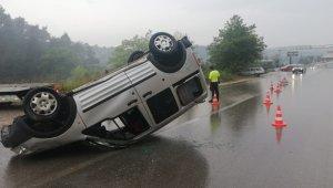Yağmurlu yolda direksiyon hakimiyetini kaybetti ölümden döndü - Bursa Haberleri