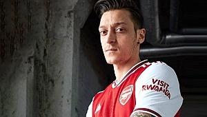Yıldız oyuncu, Mesut Özil'in yeni tarzıyla dalga geçti