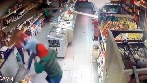 2 kadın market çalışanı, soyguncuları pişman etti