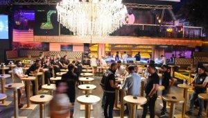 300 polis barlar sokağına girip ünlü mekanları didik didik aradı