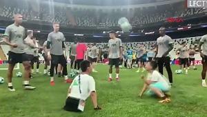 Ampute çocuklar, Vodafone Park'ta Liverpool antrenmanına katıldı