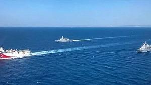 Bakanlık paylaştı: Türk savaş gemileri eşliğinde görevine devam ediyor!